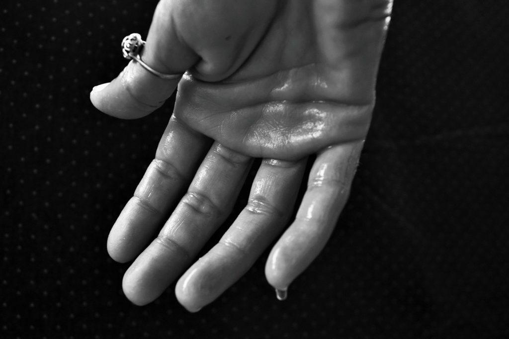 transpirer des mains
