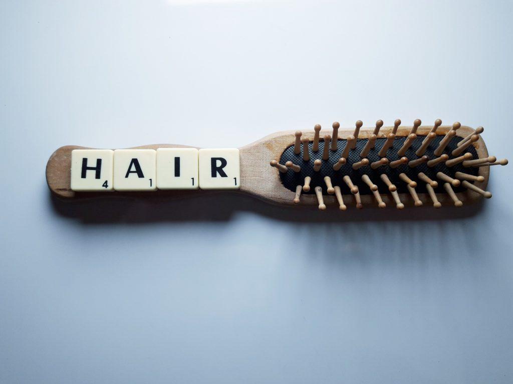 cheveux dans la brosse